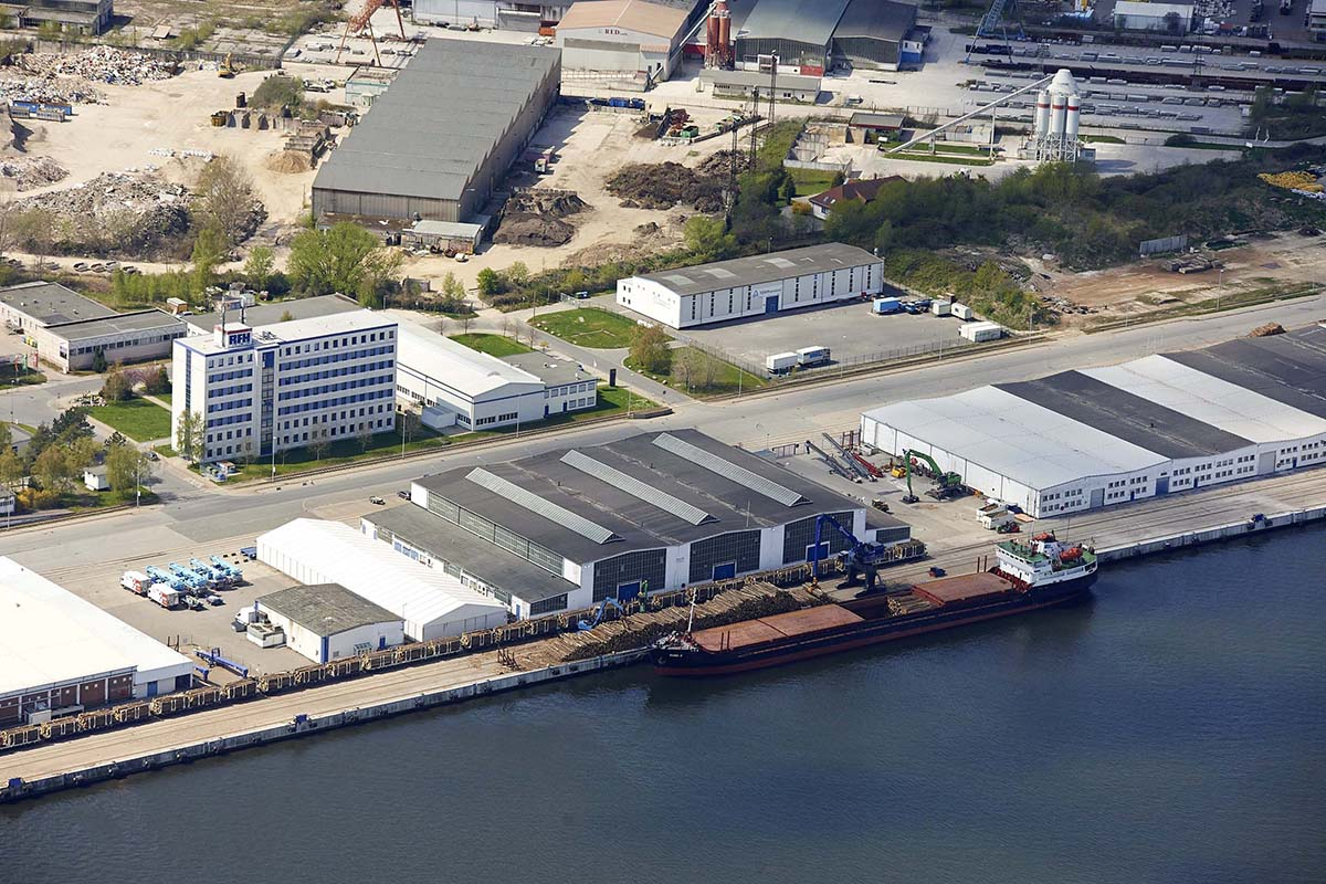 Rostock is one of the largest German Baltic Sea Ports with an area of approximately 750 hectares <p>© nordlicht</p>