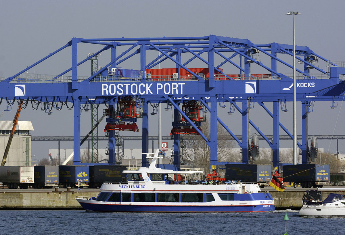 "Rostock port: The Baltic region is at the heart of the state's international affairs <p class=""dvz-copyright"">© nordlicht</p>"